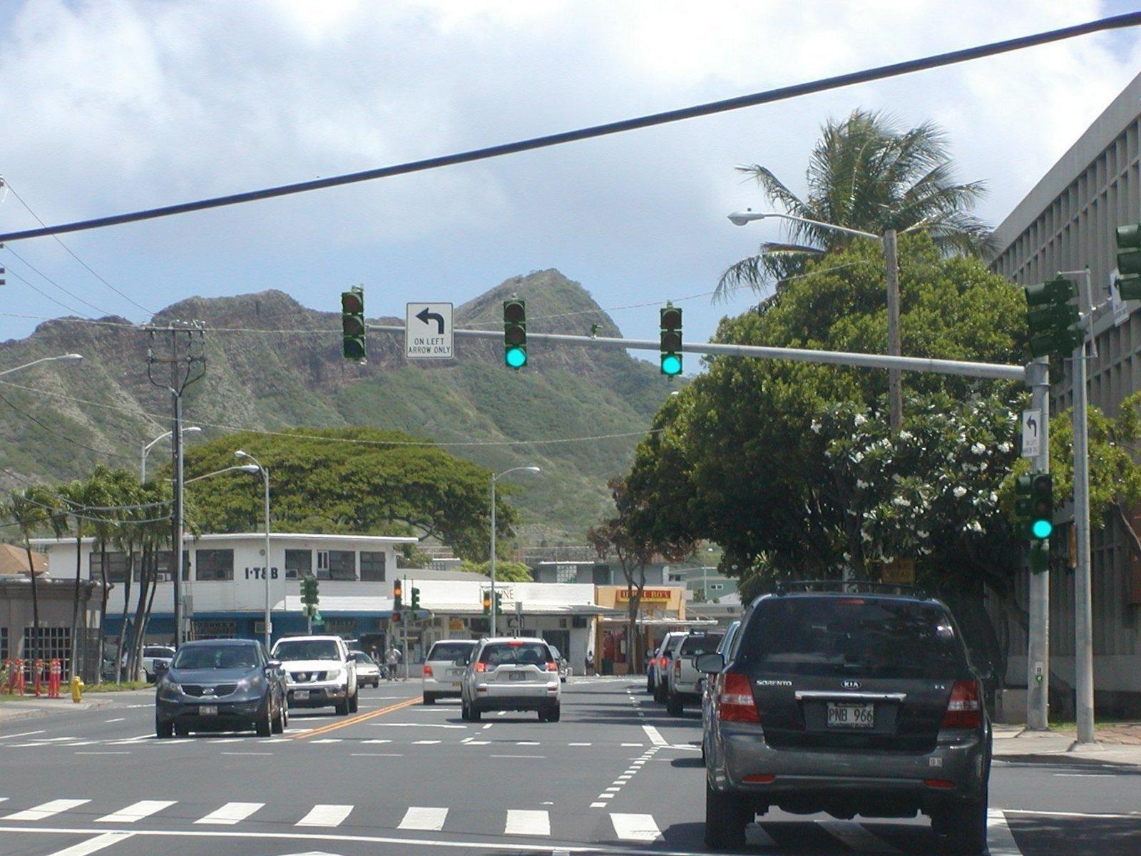 ハワイ 左ハンドル 右側通行